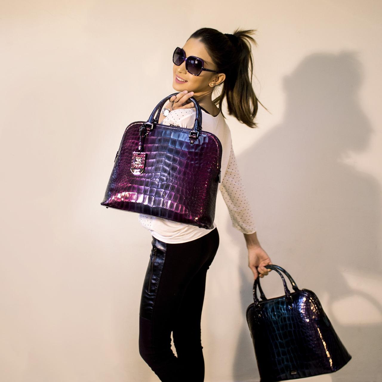 Szare torebki – House torebki wygodny minimalizm, Mohito torebki z przymrużeniem oka, a może torebki polskich projektantów?